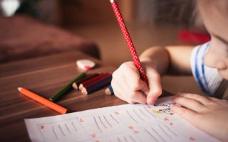 5 Cheap activities to keep kids busy while you cook
