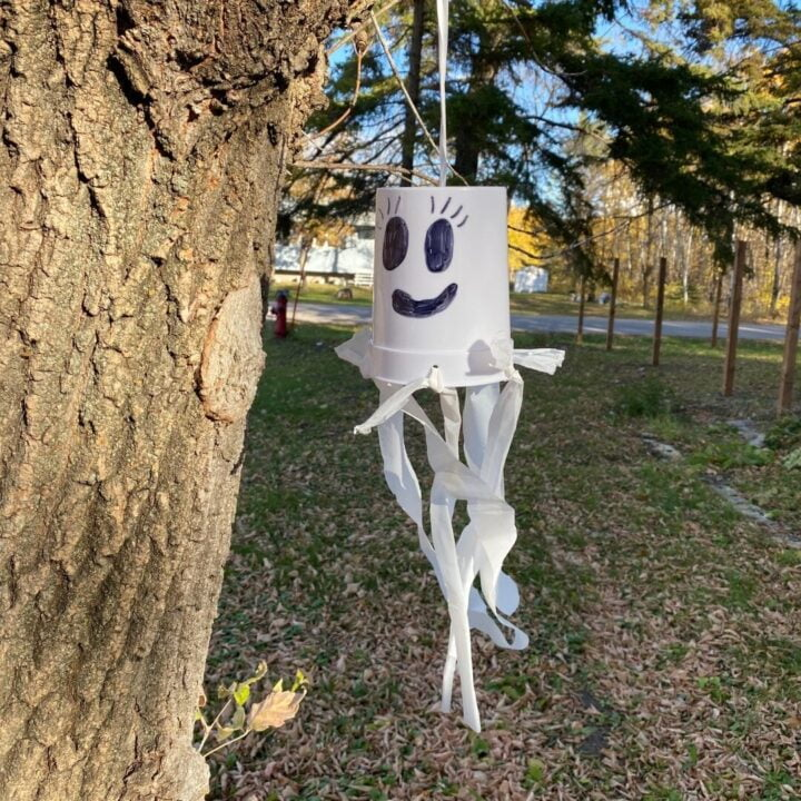 Ghost craft idea hanging outside