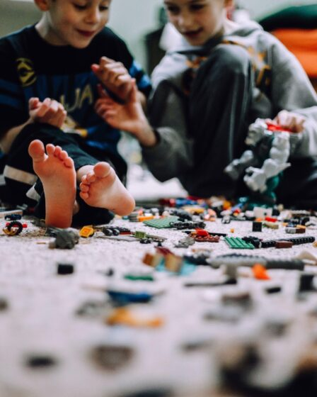 How to Build LEGO Sets With Lost Instructions featured image of two kids playing lego
